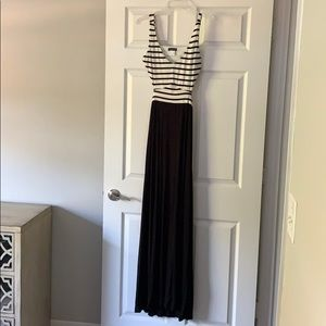 Black and White Backless Maxi Venus